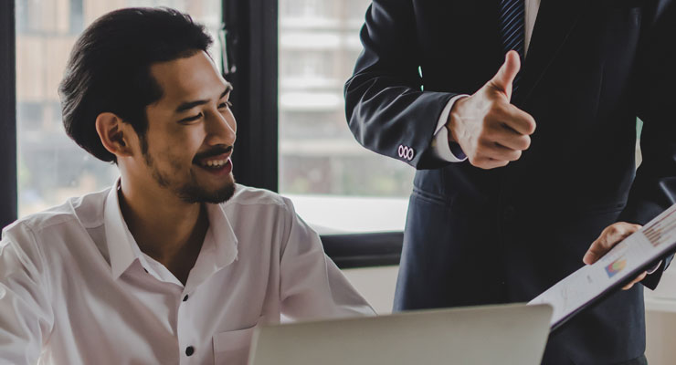 business manager providing employee with positive reinforcement